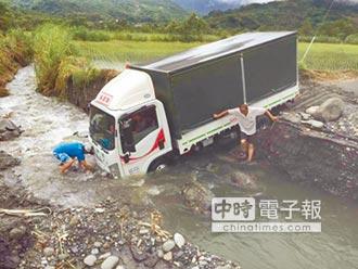 天鴿輕掠花蓮溪水漲貨車受困