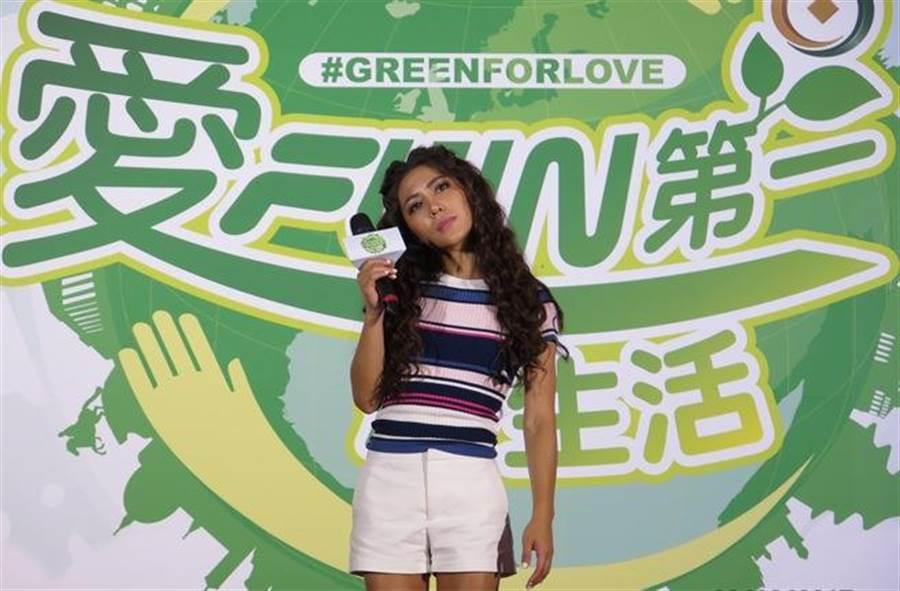 金曲歌后艾怡良現場演唱,支持綠生活活動。(圖/陳泓叡攝)