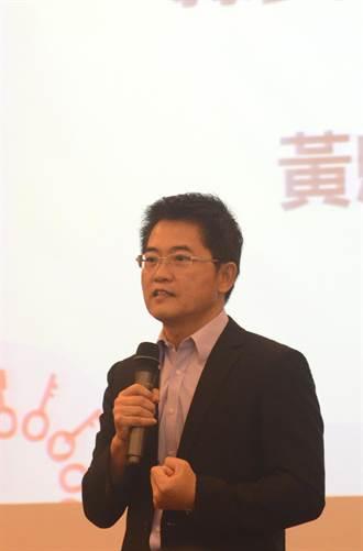 郭婞淳、洪萬庭舉起世大運金牌 黃健庭:引以為傲