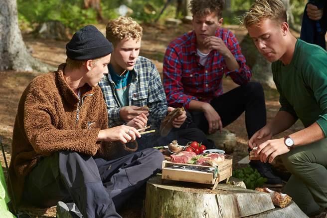 中秋烤肉、戶外露營神器~「丹麥工藝環保烤肉架」。(圖片提供/ CASUSGRILL)
