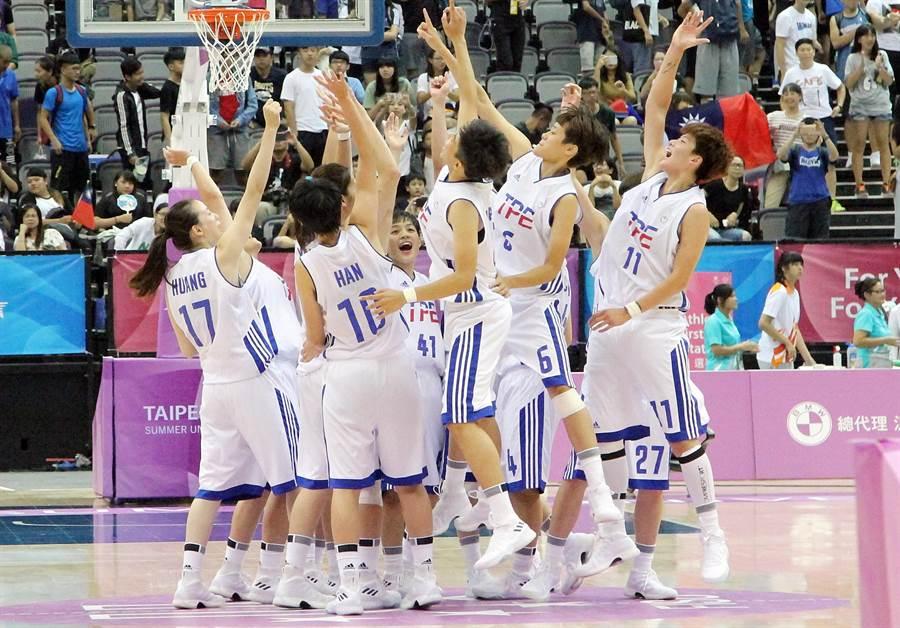 中華女籃預賽3連勝搶下A組龍頭。(林宋以情攝)