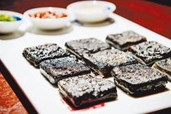 臭豆腐源自陸 台加泡菜吃法多