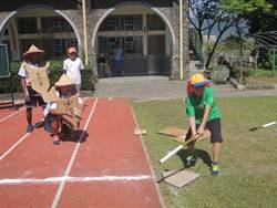 紙球、紙手套、竹棍上陣  早年「克難棒球」場景再現
