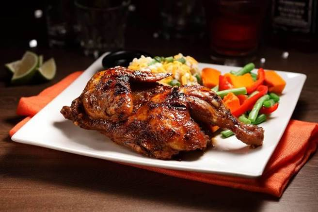 傑克丹尼爾威士忌半雞(Jack Daniel's Roasted Chicken), NT590 (圖/TGI FRIDAYS)