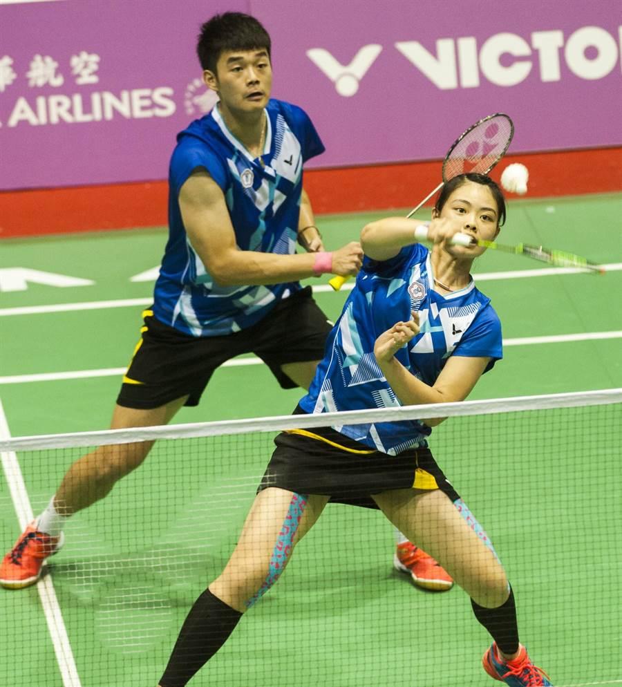 世大運王齊麟(左)、李佳馨拿下混雙金牌,可惜日本超級賽止步八強。(鄭任南攝/資料照)