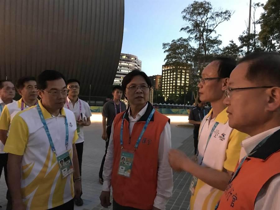 內政部長葉俊榮晚間至台北體育園區,視察明天閉幕式的維安準備工作。(警方提供)