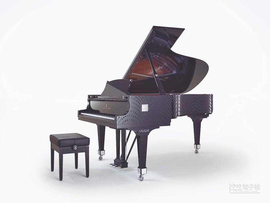 法國頂級水晶LALIQUE與德國鋼琴Steinway & Sons攜手,打造水晶鋼琴水月玲瓏。(LALIQUE提供)