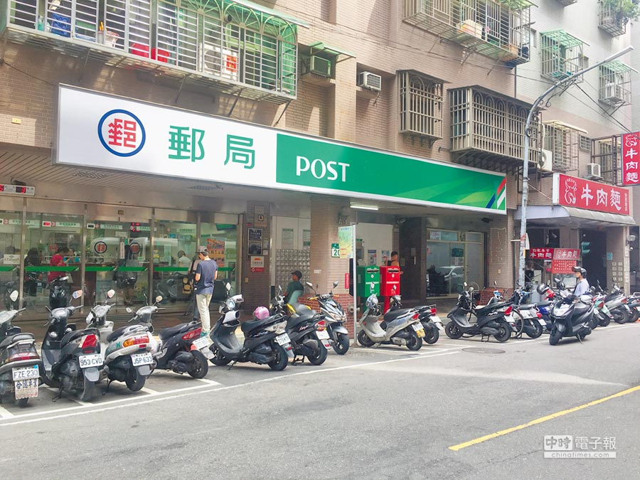 新店民安街的十四份郵局。(王揚傑攝)
