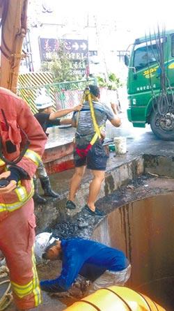 疑閃車 工人墜8米下水道涵洞