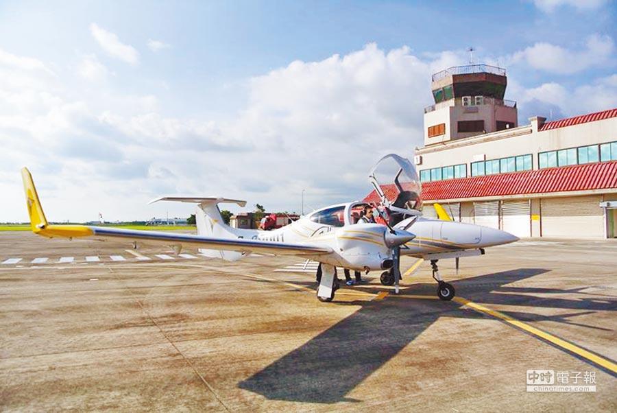 安捷飛航訓練中心訓練機降落屏東恆春機場,是該機場3年首次有民航機起降。(摘自臉書《恆春機場》)