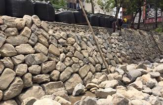綠川原卵石護岸掏空 砌石工法兼防洪
