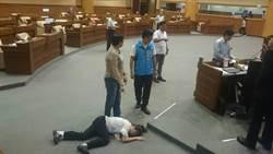 基市議會爆衝突 藍營女議員呂美玲倒地送醫