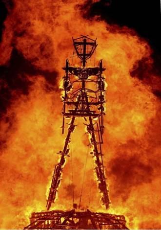 美火人祭嘉年華出人命 男子躍入烈焰燒成火人不治