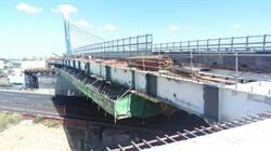 大竹橋擴寬 國內斜張橋頂昇橫移首例