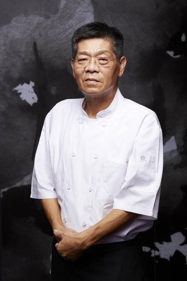 鄧新鐘是「牛排教父」鄧有癸親大哥,廚藝資歷超過半世紀。(圖/臥風閣)