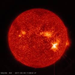 太陽突爆出兩次閃焰 12年來最大