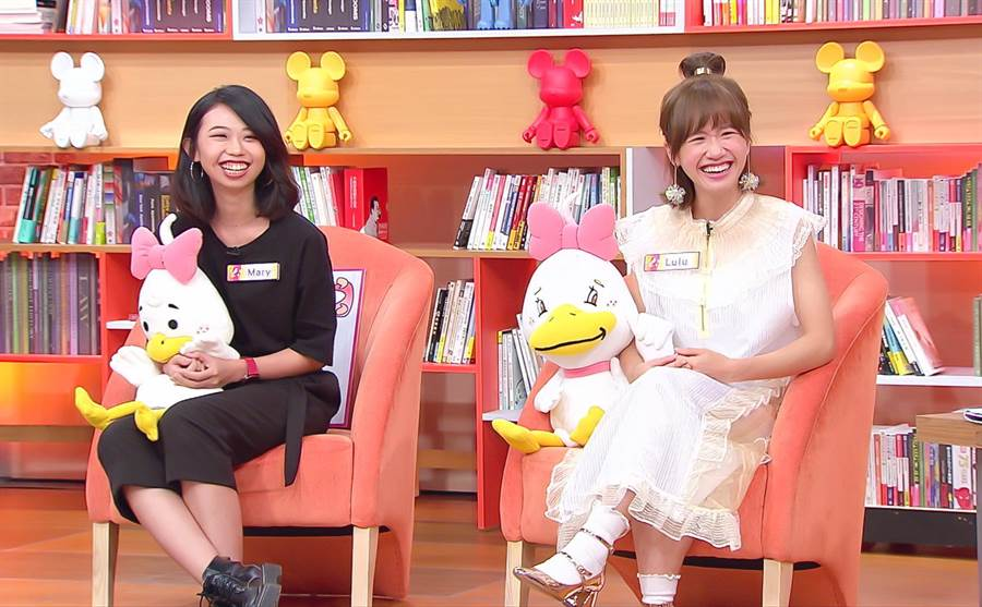 Lulu(右)和妹妹Mary一起上節目。(圖/TVBS提供)