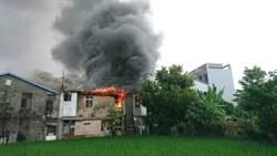 防火巷加蓋鐵皮 無人倉庫起火延燒9戶