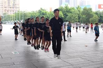 中市「跑跳99、運動99」 教育局長和學童同樂