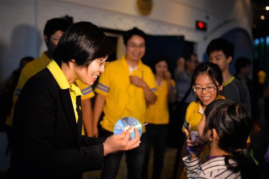 徐欣瑩一直關心教育,認為國文課綱不可泛政治化,應回歸專業審核。(圖/民國黨提供)