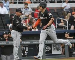 MLB》休兵1場後 馬林魚史坦頓首打席開轟