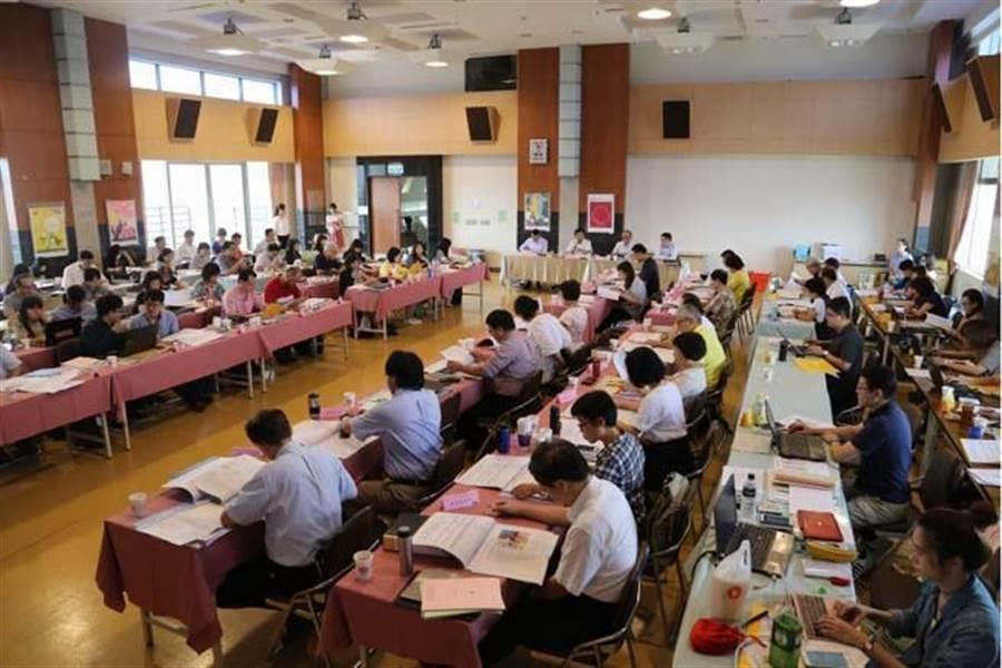 教育部昨舉行課審會審查高中國文科文白比例,有45位委員出席。(教育部提供)