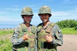 【有影】陸軍重砲射擊砲聲隆隆 雙胞胎姊妹花超吸睛