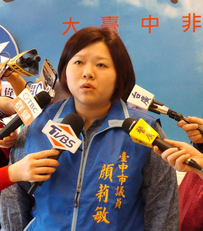 台中市議會國民黨團執行長顏莉敏抨擊這3年加總市府舉債金額將逾629億,憂心債留子孫。(盧金足攝)