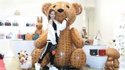 歐陽妮妮現身 MCM 台北 101 旗艦店!一同感受 MCM 小熊獨特魅力