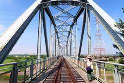 高屏舊鐵橋左岸路難行 屏東縣府將整頓