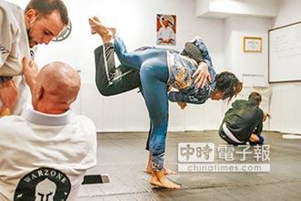 40秒KO滬單親媽為兒拚搏擊