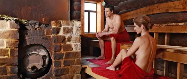 德國不論男女對於裸露身體都覺得親近自然。(圖片取自於 monte mare官方網站)