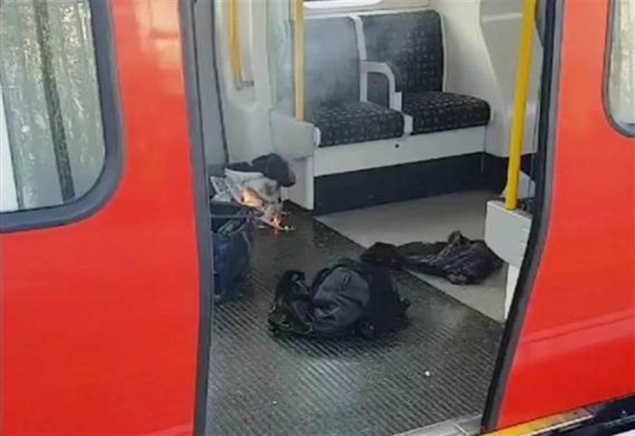 倫敦地鐵帕森綠地站上周五(15日)發生車廂內出現燃燒物,警方已經將該起事件定調為恐怖攻擊。(圖/美聯社)