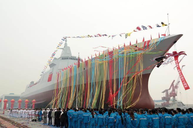 共軍055型驅逐艦。(圖/中新社)