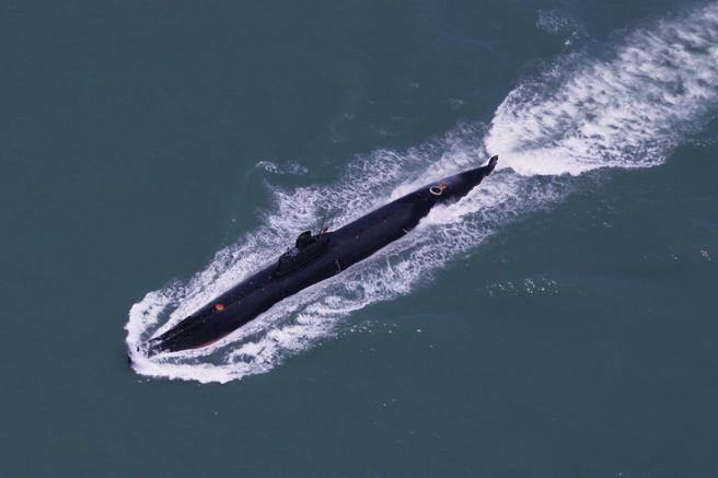 共軍南海艦隊某潛艇支隊在南海某海域進行海上訓練,型號不明。(圖/中新社)