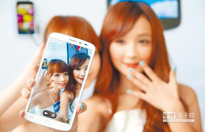 刷臉應用廣泛,小心APP出賣你的臉。圖為民眾自拍。(本報系資料照片)