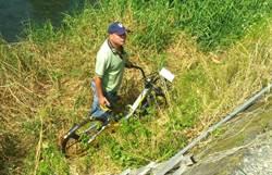 oBike遭民眾惡搞 5輛腳踏車被丟在排洪道