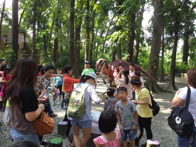 8大森林樂園捐發票公益迴響欲罷不能。(8大森林提供)