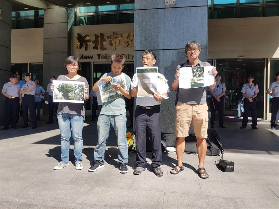 樹黨創黨主席潘翰疆等4人上午9時許,在新北市政府門口舉行記者會。(葉書宏攝)