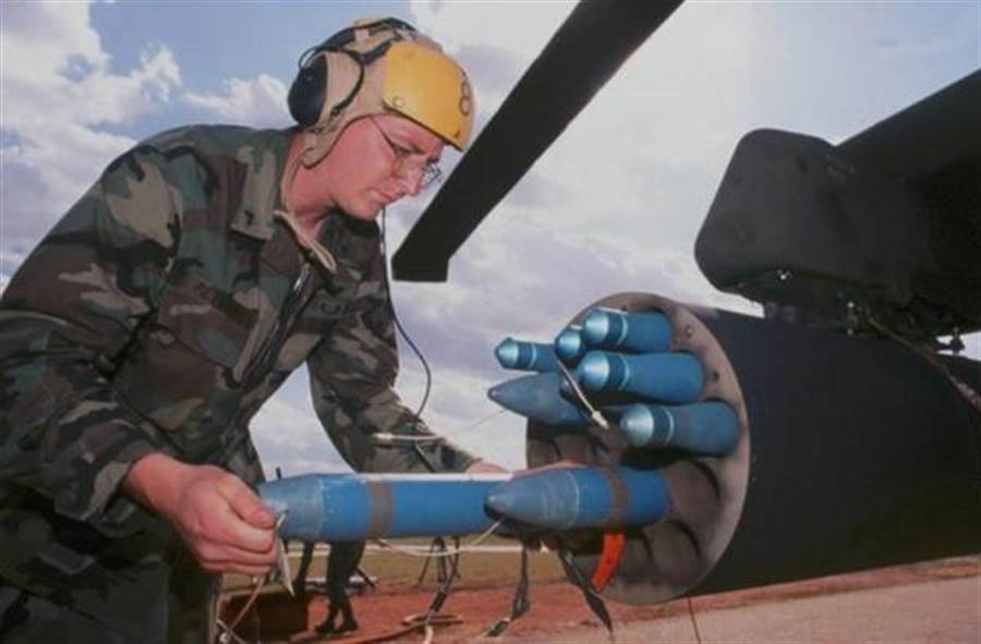 火蛇70型火箭是美國三軍最常用的2.75吋火箭彈。(圖/美國陸軍)