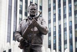 傳奇AK-47步槍之父紀念塑像面世