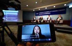 政務委員唐鳳與網友交換數位化政策意見