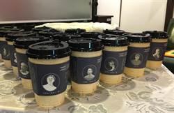 中市文化局推「詩文杯套」6千套 邊喝熱飲可邊讀詩