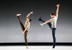 舞蹈家許芳宜打開行李箱 和觀眾分享旅人心情
