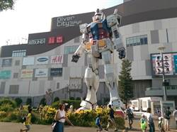 6米巨型鋼彈助陣! 統一時代周年慶衝人氣、業績5%成長