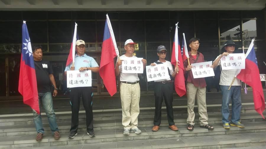 藍天行動聯盟21日一早赴北檢控告警方傷害。(陳志賢攝)