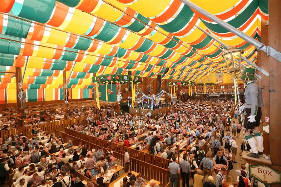 德國Oktoberfest德國慕尼黑啤酒節,每年可吸引超過600萬人次。(台北101提供)