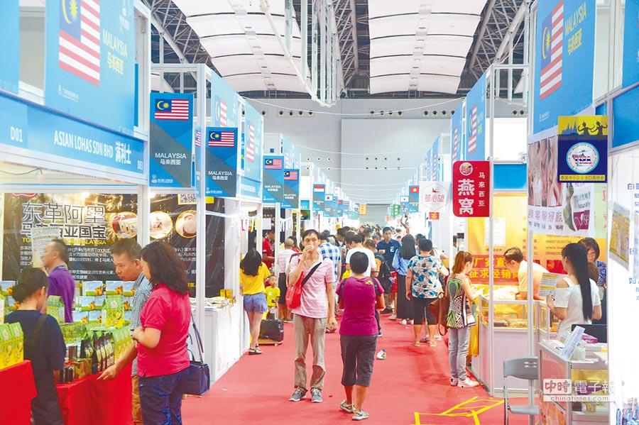 受「一帶一路」影響,廣博會內也可見東南亞國家的攤位。(記者黃冠智攝)