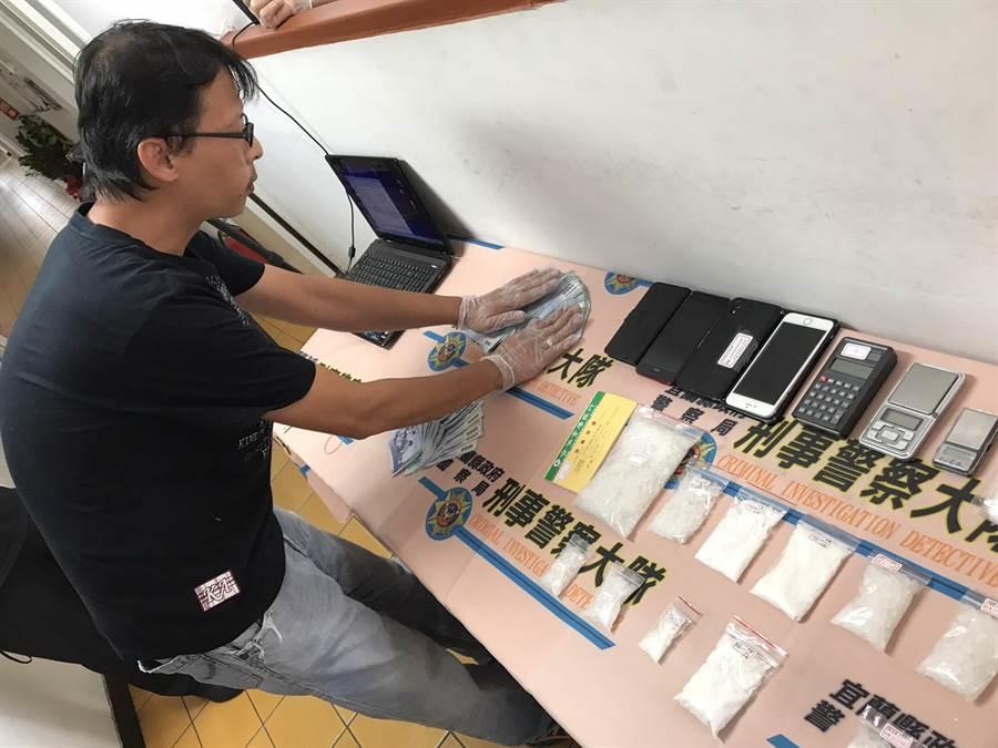 警方查獲大批毒品及犯案工具。(胡健森攝)