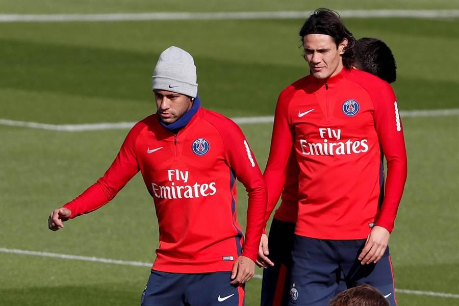 內馬(左)、卡瓦尼在巴黎聖日耳曼的訓練場正常操練。(美聯社)
